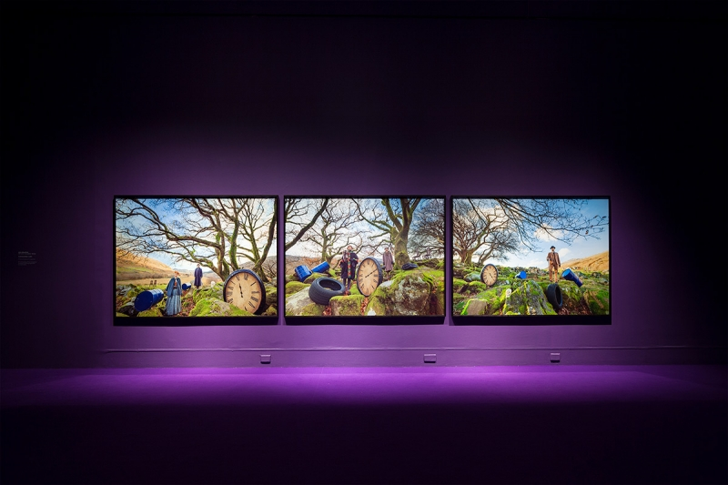 """Purple"", John Akomfrah - vista da exposição / view of the exhibition"