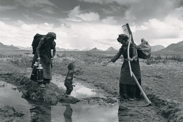 Lu Nan, A Family Finishing Work for the Day, Tibet, 1999