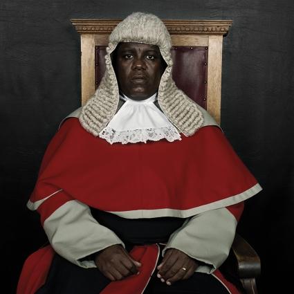Pieter Hugo. Pieter Hugo  Juízes do Botsuana / Judges of Botswana  O Meritíssimo Juiz Moatlhodi Marumo, 2005 Prova cromogénea (Processo LightJet Lambda)  The Honourable Justice Moatlhodi Marumo, 2005 Lambda print