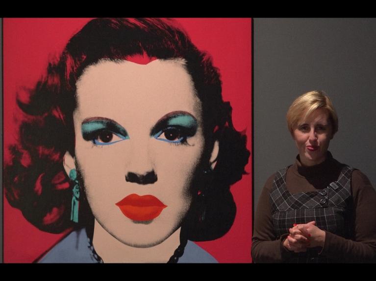 """Frame da visita """"Um percurso pela arte moderna: Pop Art e Nouveau Réalisme"""" dirigida ao secundário do programa ENVOLVER Online"""