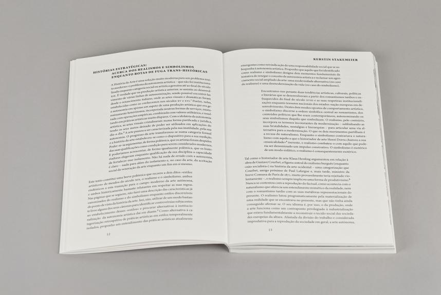 Interior do livro / Spread from the book O Narrador Relutante. Museu Coleção Berardo, 2014.