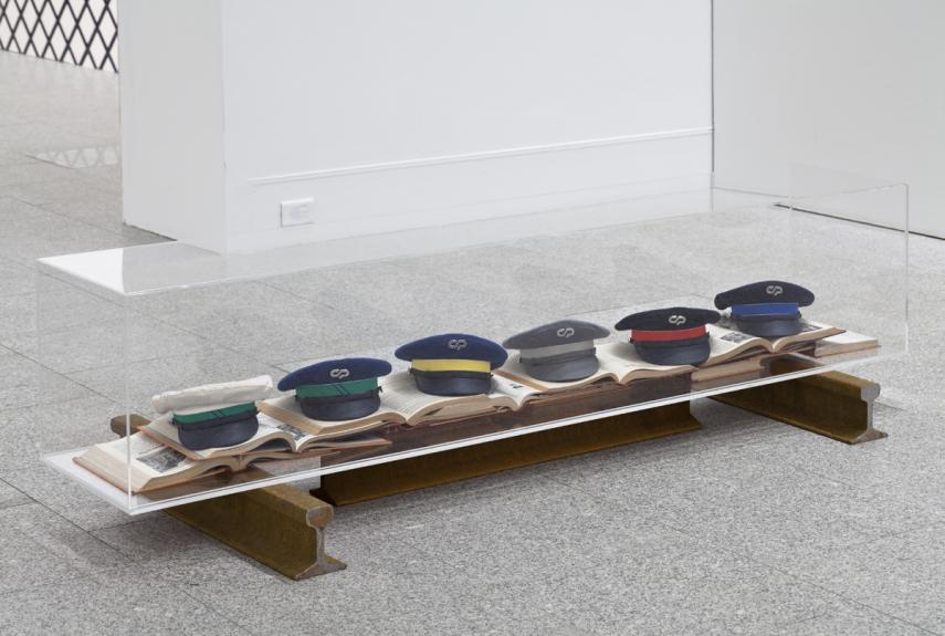 Vista da exposição / View of the exhibition Carla Filipe. da cauda à cabeça. Museu Coleção Berardo, 2014.