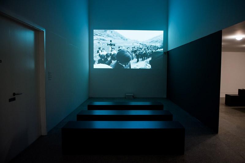 """Vista da exposição / View of the exhibition. """"Lu Nan. Trilogia, Fotografias / Trilogy, Photographs [1989-2004]"""". Museu Coleção Berardo, Lisboa. Foto/Photo: Rita Carmo"""