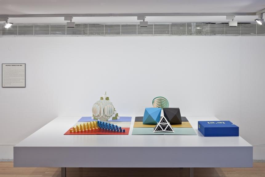 Tauba Auerbach, [2,3], 2011. Museu Coleção Berardo, 2014.